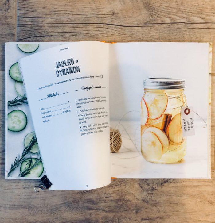 picie wody smakowej jabłko cynamon -książka zdrowa woda