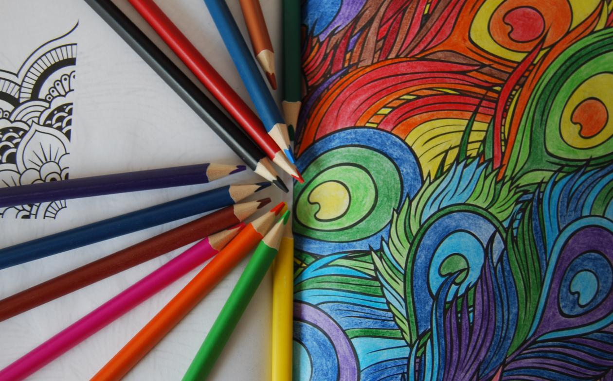 Kolorowanki dla dorosłych – spokój i uważność czy strata czasu i zbędny wydatek?