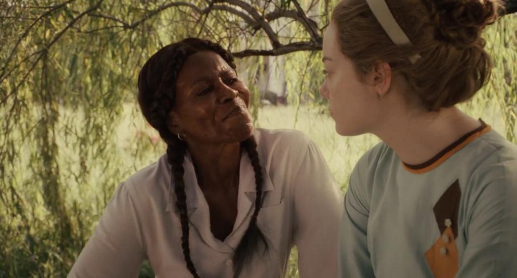 "Kadr z filmu ""Służące""; Cicely Tyson, Emma Stone"