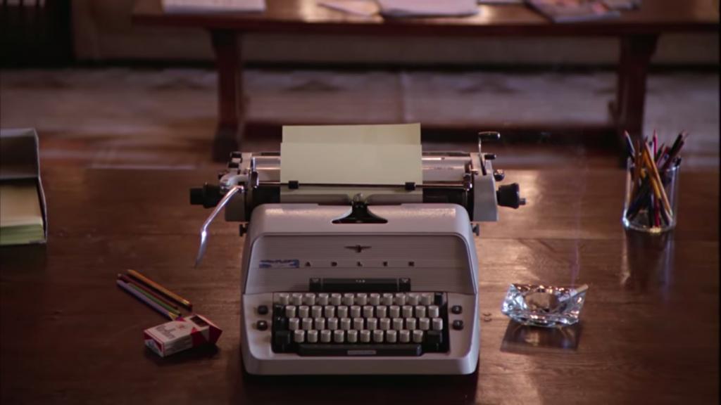 """Blokada twórcza - kadr z filmu """"Lśnienie"""": maszyna do pisania"""